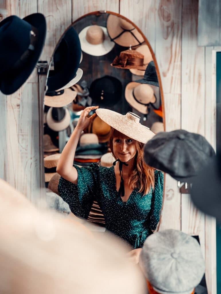 essayage chapeau